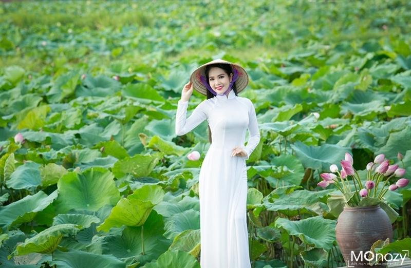 """""""Sống ảo"""" với các phong cách chụp ảnh áo dài ở đầm sen"""